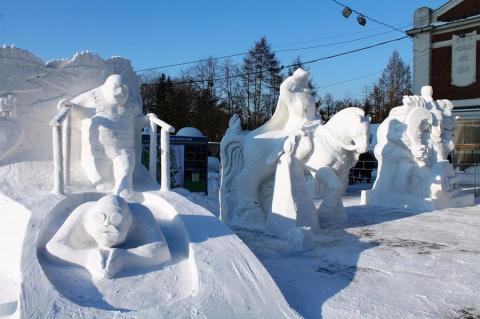 Фестиваль снежной скульптуры…