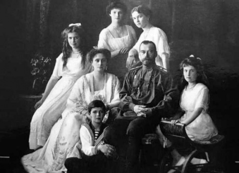 Рождество в семье Романовых: жених, привязанный к елке, и другие царские подарки