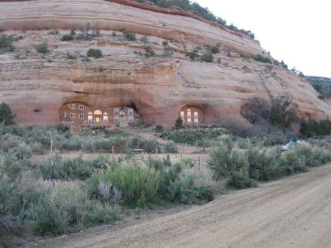 12 уникальных домов в пещера…