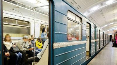 В вагонах московского метро …