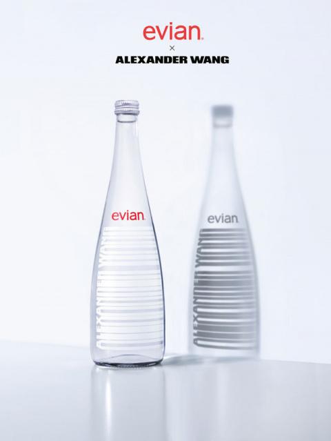 новый дизайн бутылки Evian