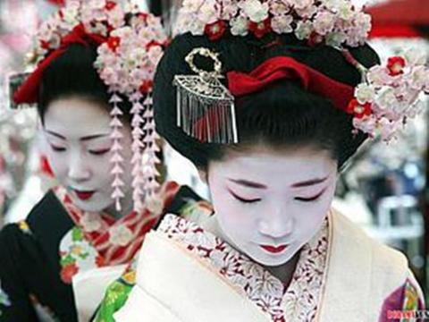 Цумами Канзаши. История возникновения и эволюции японской шпильки для волос