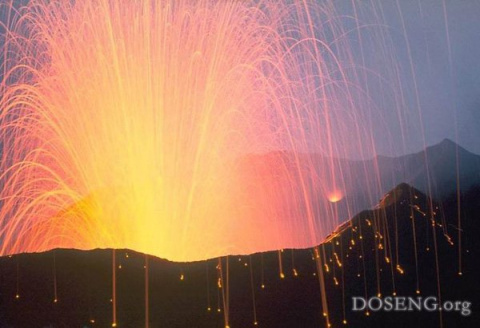 Красивые извержения вулканов (14 фото)