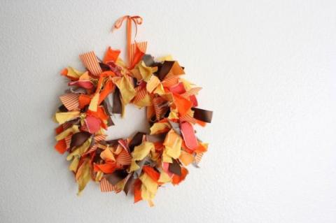 Осенний венок изткани