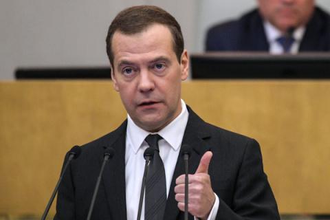 Медведев: «Мы — жители России, все одолеем»