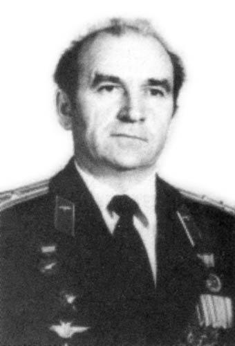 1938 родился заслуженный летчик