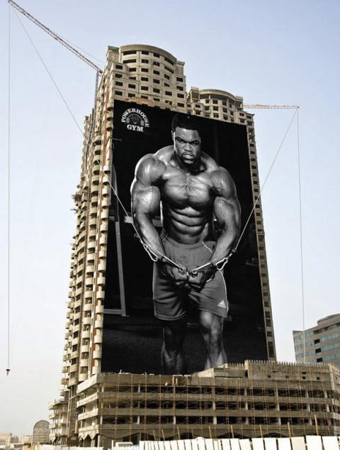 Оригинальная реклам фитнес-центра