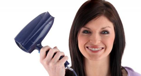 Почему сушить волосы феном о…