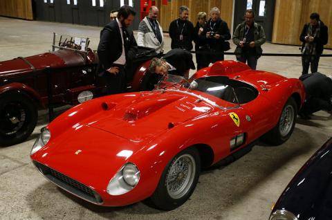 Раритетный Ferrari был продан на аукционе за 32 миллиона Евро