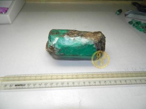 На Урале добыт килограммовый изумруд