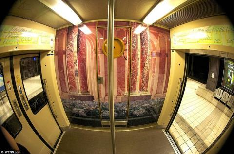 Поезд парижского метро с сюрпризом