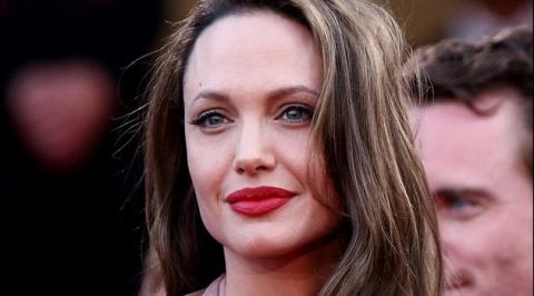 Видео Анджелины Джоли с дочерью в лагере беженцев растрогало интернет