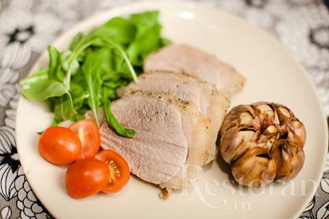 Запеченная телятина с чесноком - очень просто и невероятно вкусно