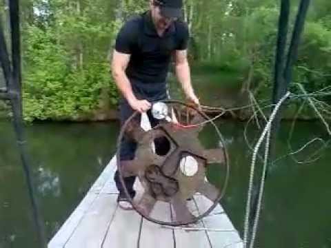 Поисковый магнит Москва река…