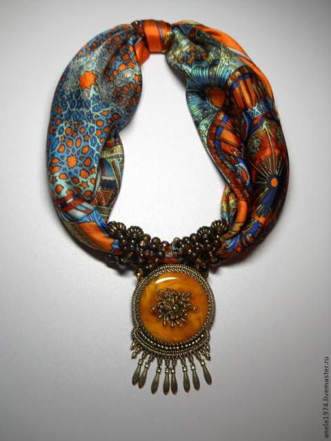Оригинальное украшение из шелкового платка. МК