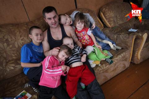 33-летний отец в одиночку воспитывает пятерых детей