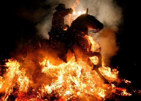 Фестиваль очищения огнём Las Luminarias в Испании