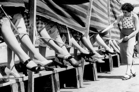 1930-1953 годы: Конкурсы на самые красивые женские лодыжки