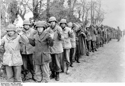 Как сдавались в плен американцы,японцы и европейцы