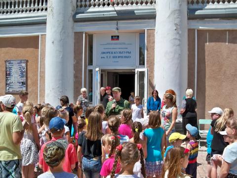 Новости ДНР: Военные оказали гуманитарную помощь детям из Куйбышевского района