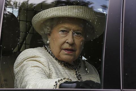 Королева Великобритании Елизавета II теперь - старейший монарх в мире