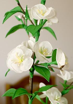 Веточка цветущей вишни из го…