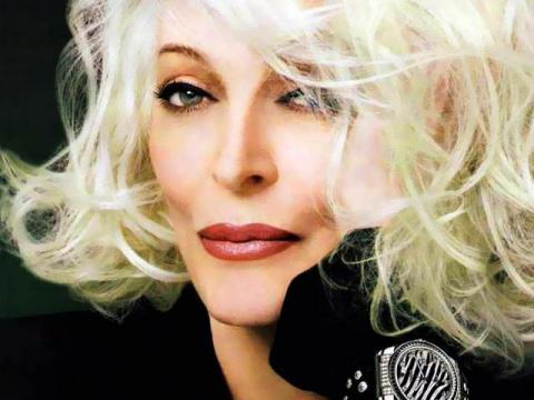 Кармен Делл'Орефайс: 70 лет на обложках модного глянца