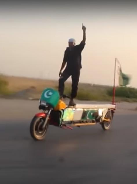 Пакистанские трюки на мотоцикле (видео)