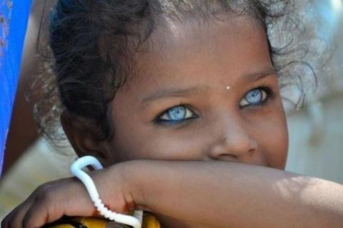 Необычные по своей красоте глаза людей