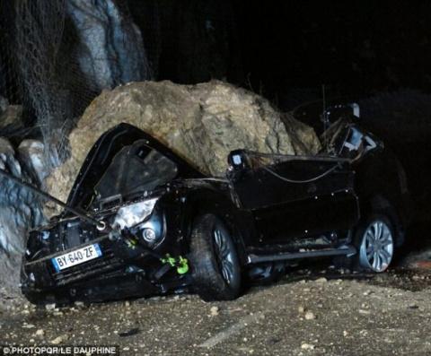 20-тонный кусок скалы упал н…