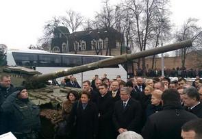 Очередной отжиг укроСМИ: «Европейские президенты осмотрели в центре Киева подбитую российскую технику»
