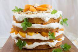 Бисквитный торт с фруктами и…