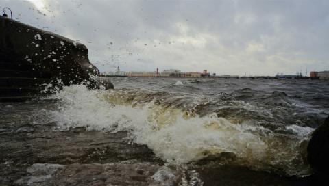 Наводнение в Петербурге: дам…