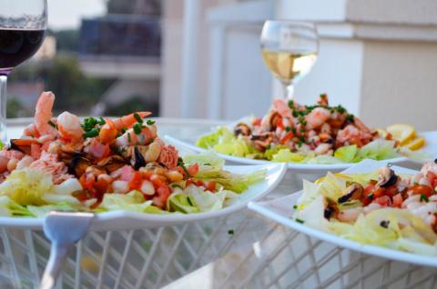 Салат из морепродуктов и белой фасоли (Ensalada marinera de alubias blancas)