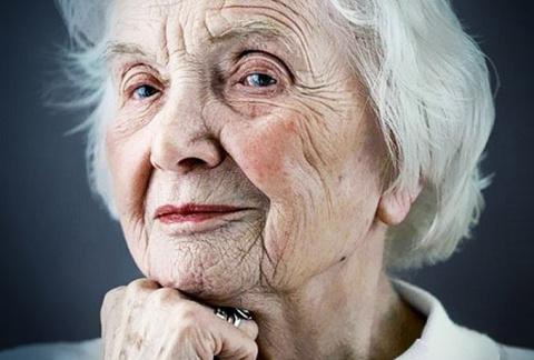 Потрясающая история и уроки мудрости от 92 летней старушки. То, что говорит, эта женщина, просто поражает!