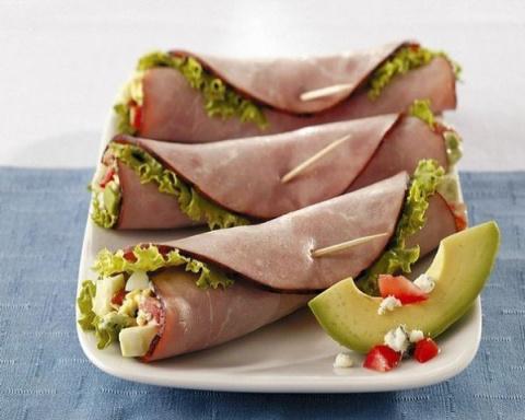 Ветчинные конвертики с салатом