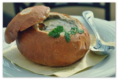 Как приготовить суп в булке хлеба ?