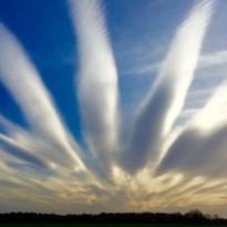 Таинственные пальцевидные облака озадачили жителей Дании