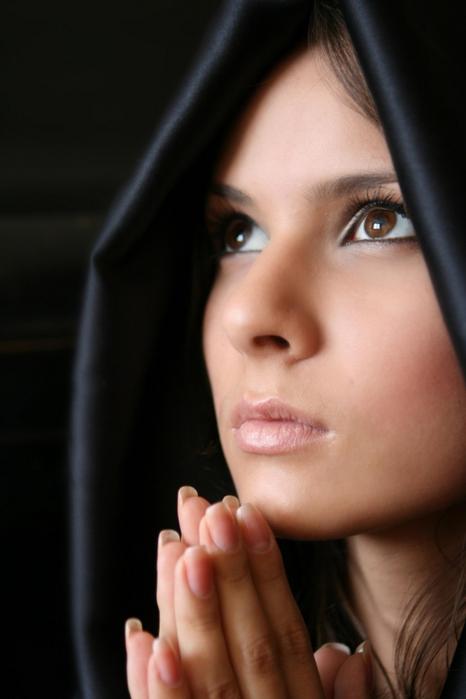 Вековуха или пожизненная порча: снимаем с помощью молитв.