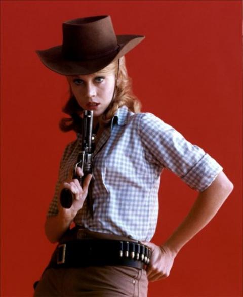 Опасная и прекрасная Джейн Фонда на Диком Западе.