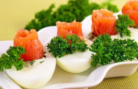 Яйца, фаршированные семгой