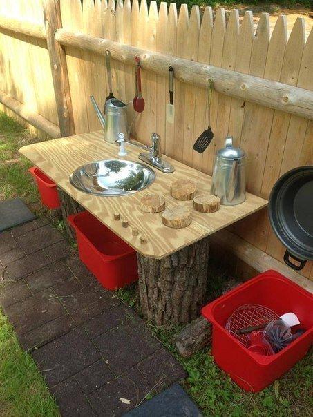 Почти настоящая детская кухня с деревянной столешницей