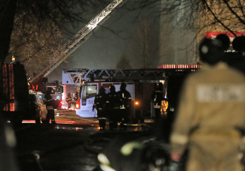 Спасатели пять часов тушили крупнейший за 25 лет пожар в Москве