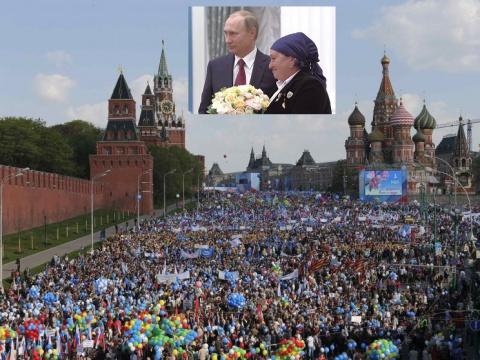 Первомайская демонстрация  01.05.2015 - Путин вручает медали «Герой Труда Российской Федерации»