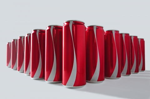 Coca-Cola отметила Рамадан выпуском банок без логотипа
