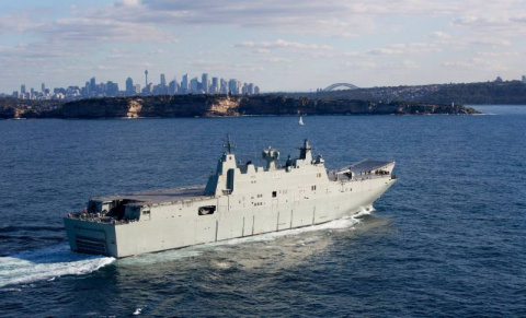 Новейшие УДК ВМС Австралии завершают ремонт