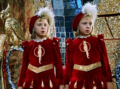 Королевство кривых зеркал — несказочные судьбы близняшек Оли и Яло