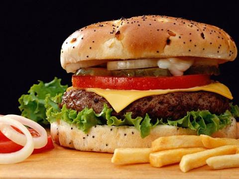 Гамбургеры повреждают мозг, неправильное питание может вызвать неврозы и Альцгеймера