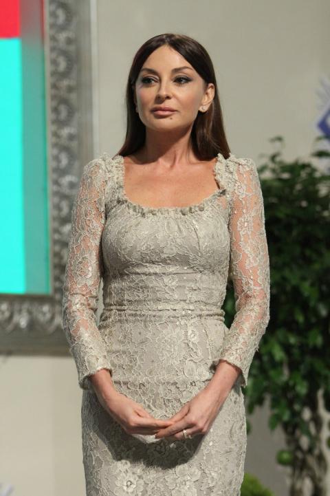 Первая леди Азербайджана vs Мелания Трамп. Кто же из них является настоящей иконой стиля?
