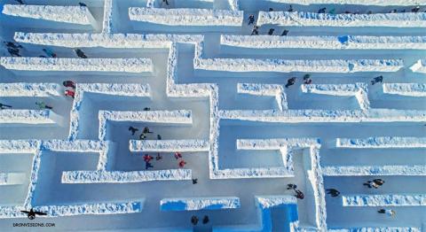 Самый большой в мире снежный…